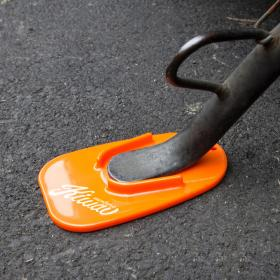 KiWAV Black Kick Stand pad is a great tool for out door parking motorbike on soft ground. Portable size can be put in jacket pocket to bring along